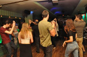 Dame2Salsa - Rueda cubana en Madrid - Bailando con nuestros alumnos en El Son